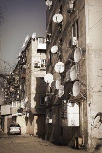 Edificio con antenas
